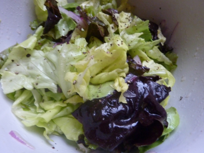 YUM! Butter leaf lettuce, chopped red romaine, and sliced red onions. Dressing: 1 tsp EVOO, 1/2 Meyer lemon, dash salt, and cracked pepper. Mix thoroughly.
